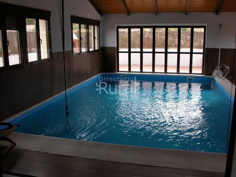 Casa rural la serijuelas casa rural en villanueva de - Casas con piscina interior ...